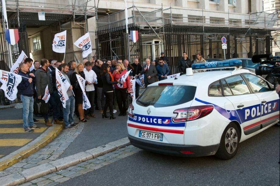 Des policiers à Marseille manifestent.
