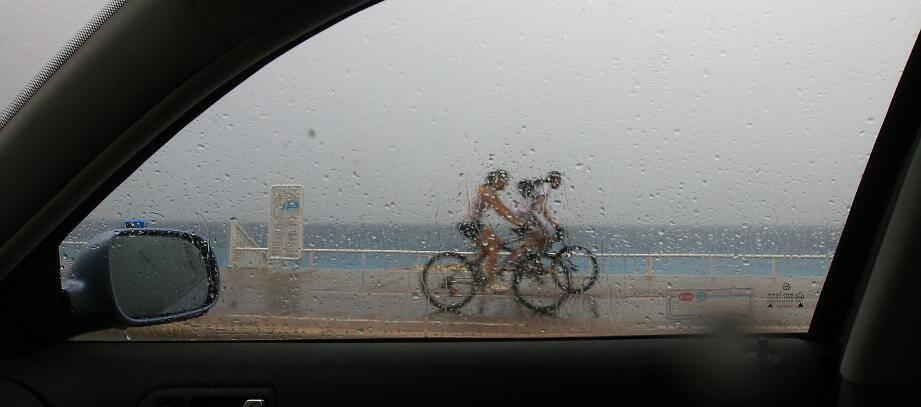 La Promenade des Anglais sous la pluie.