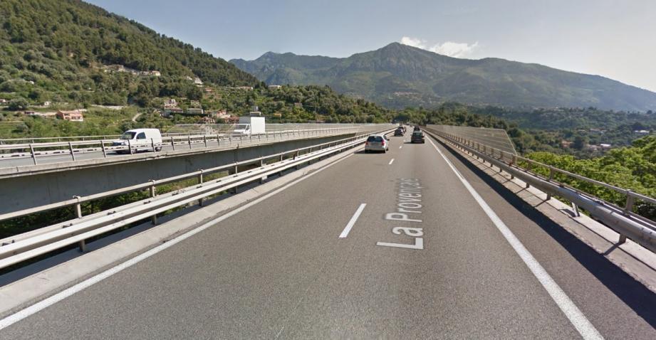 Le piéton se trouvait sur le viaduc de Sainte-Agnès lorsqu'il a été percuté par une automobiliste.