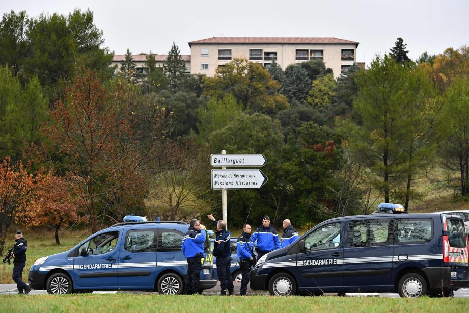 Les gendarmes devant la maison de retraite à Montferrier-sur-Lez (Hérault).