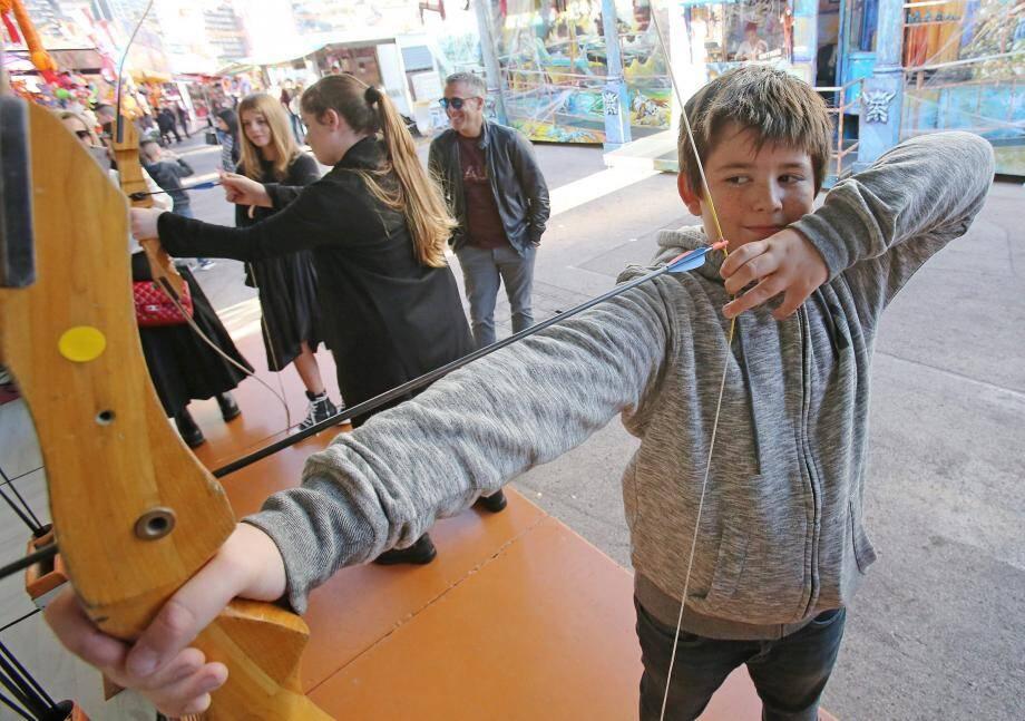 Errol, 11 ans, le Robin des bois de la foire-attraction.