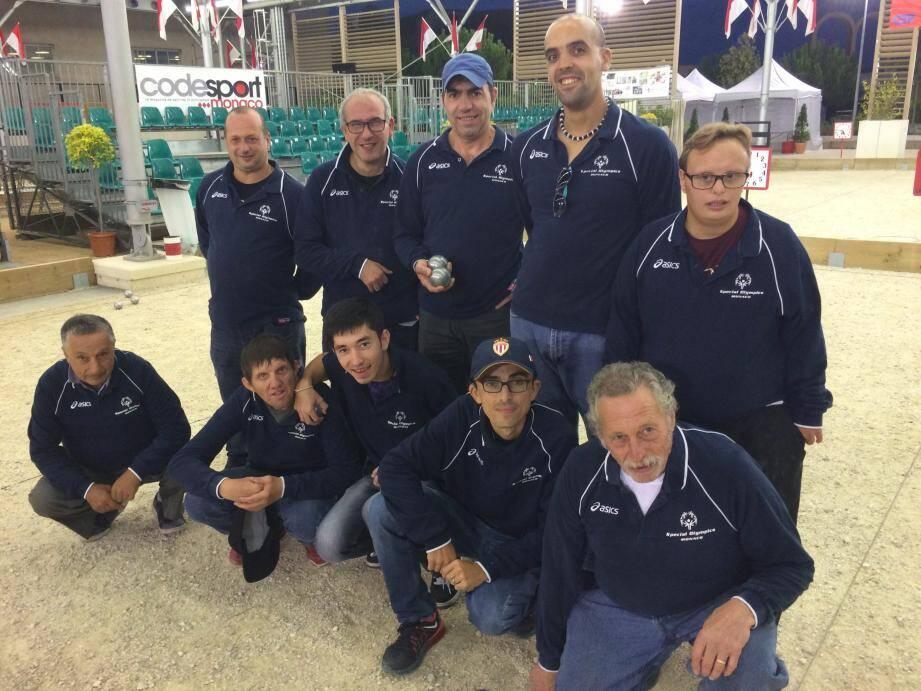 L'équipe de Special Olympics Monaco - avec Vanessa, Jérôme, Menca, Stéphane, Gaël, Fred, Saïd et Eric - quitte le challenge inter-entreprises de pétanque aux portes des 8e de finales. Bravo pour ce beau parcours !