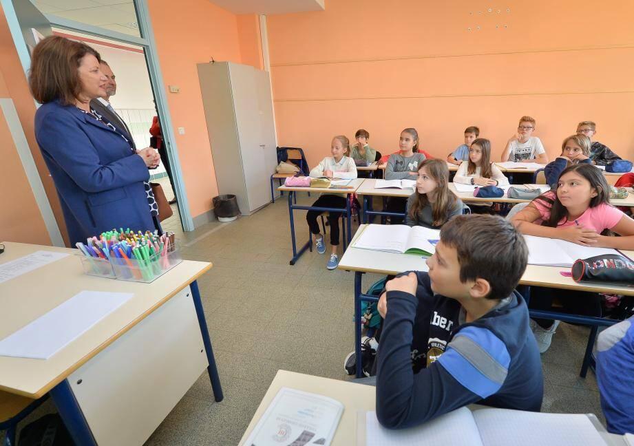 Isabelle Bonnal est allée à la rencontre des élèves du collège Charles-III, du Cours Saint-Maur ou du lycée Albert-Ier, hier.