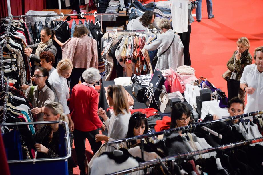 Les ventes se poursuivent jusqu'à dimanche sous le chapiteau de Fontvieille.