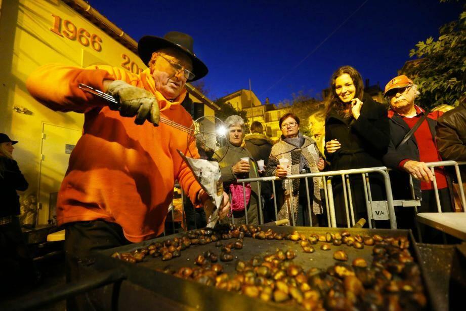 La Fête des châtaignes a réuni des centaines de gourmands sur la place du Safranier.