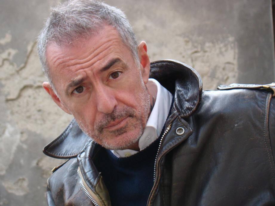 Manuel Pratt présente son one-man-show à partir de ce soir au théâtre Le Tribunal.