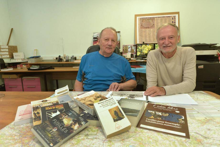 Simon Guérin et Jean Doussy invitent les familles des quatre Poilus azuréens fusillés pour l'exemple à prendre contact avec eux.