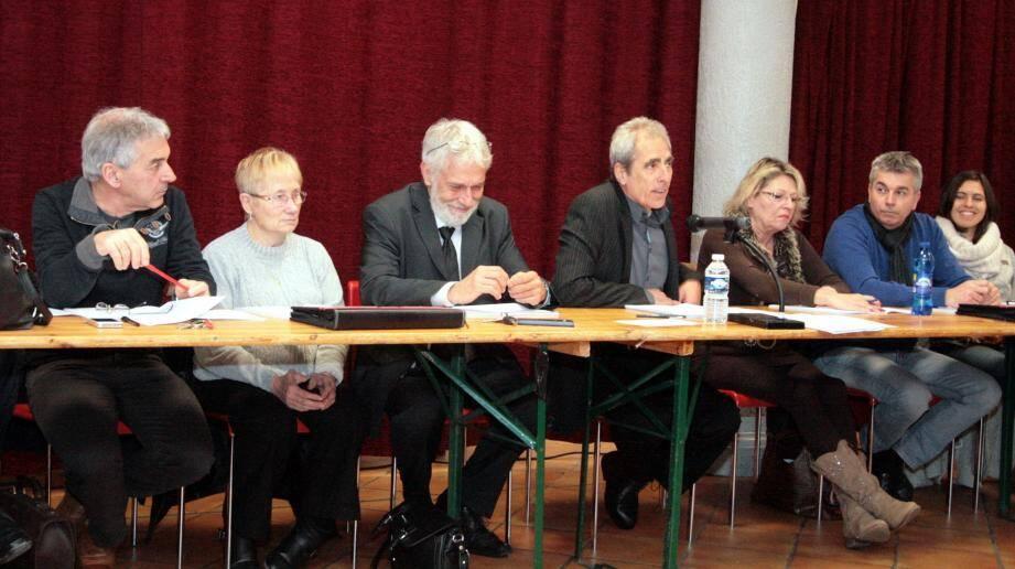 Gérard Branda (à gauche) et Joëlle Jacob (1re en partant de la droite) et deux autres élus, Edith Lonchampt et Christian Di-Martino ont décidé de quitter leur fonction d'adjoints.
