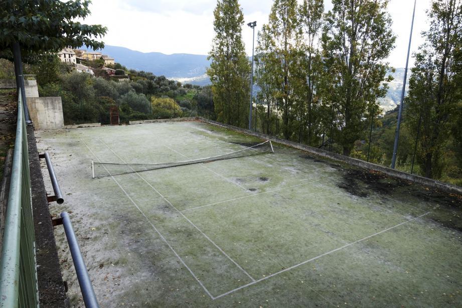 L'actuel court de tennis va être remplacé par un terrain multisports en début d'année.