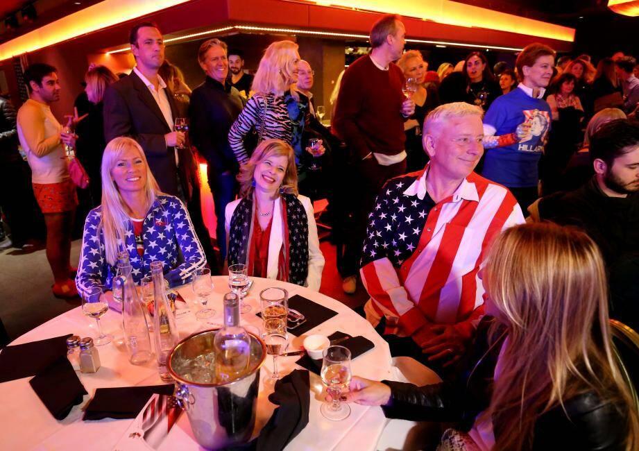 Mardi soir, expatriés américains ou curieux se sont rassemblés au Stars'N'Bars, lors de la traditionnelle soirée de suivi des élections.