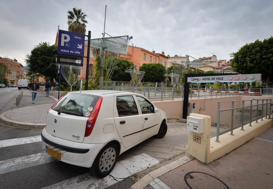 La Ville privilégie les parkings publics en centre-ville, plutôt que des aires en périphérie.