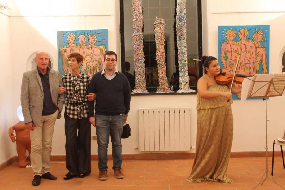 Jean-Charles Grassi (à gauche), ici en compagnie des deux autres artistes, enseigne actuellement les arts plastiques à l'Université dans la Ville de Beausoleil.(DR)