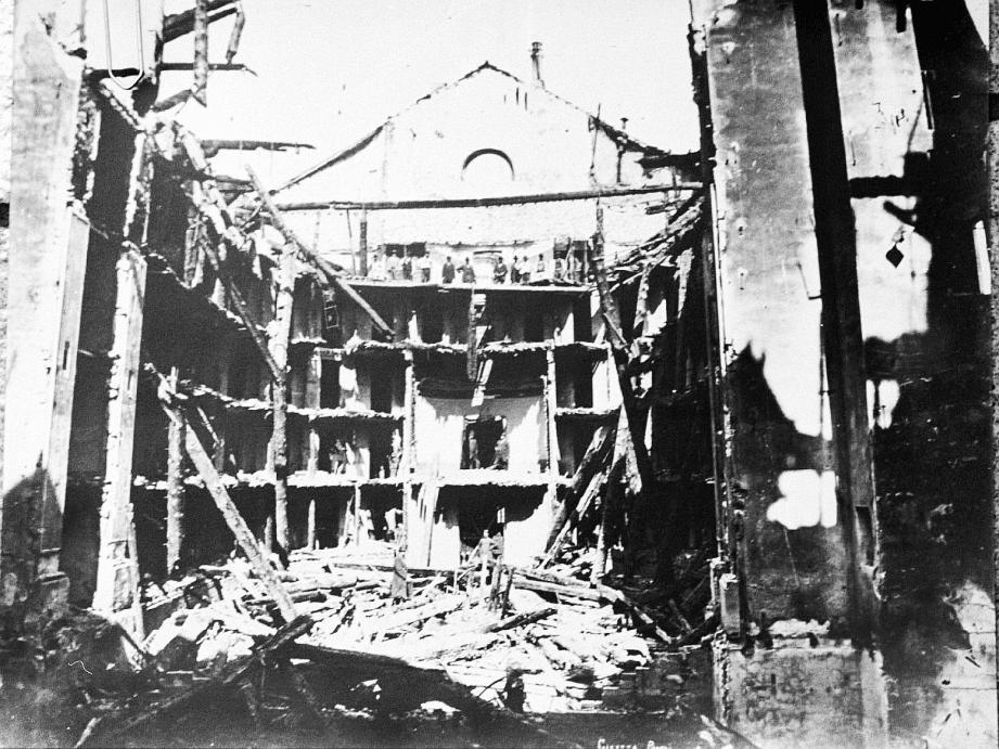Photographiées par Jean Gilletta, voici les ruines fumantes du théâtre municipal, ravagé par les flammes le 23 mars 1881.(D. R.)
