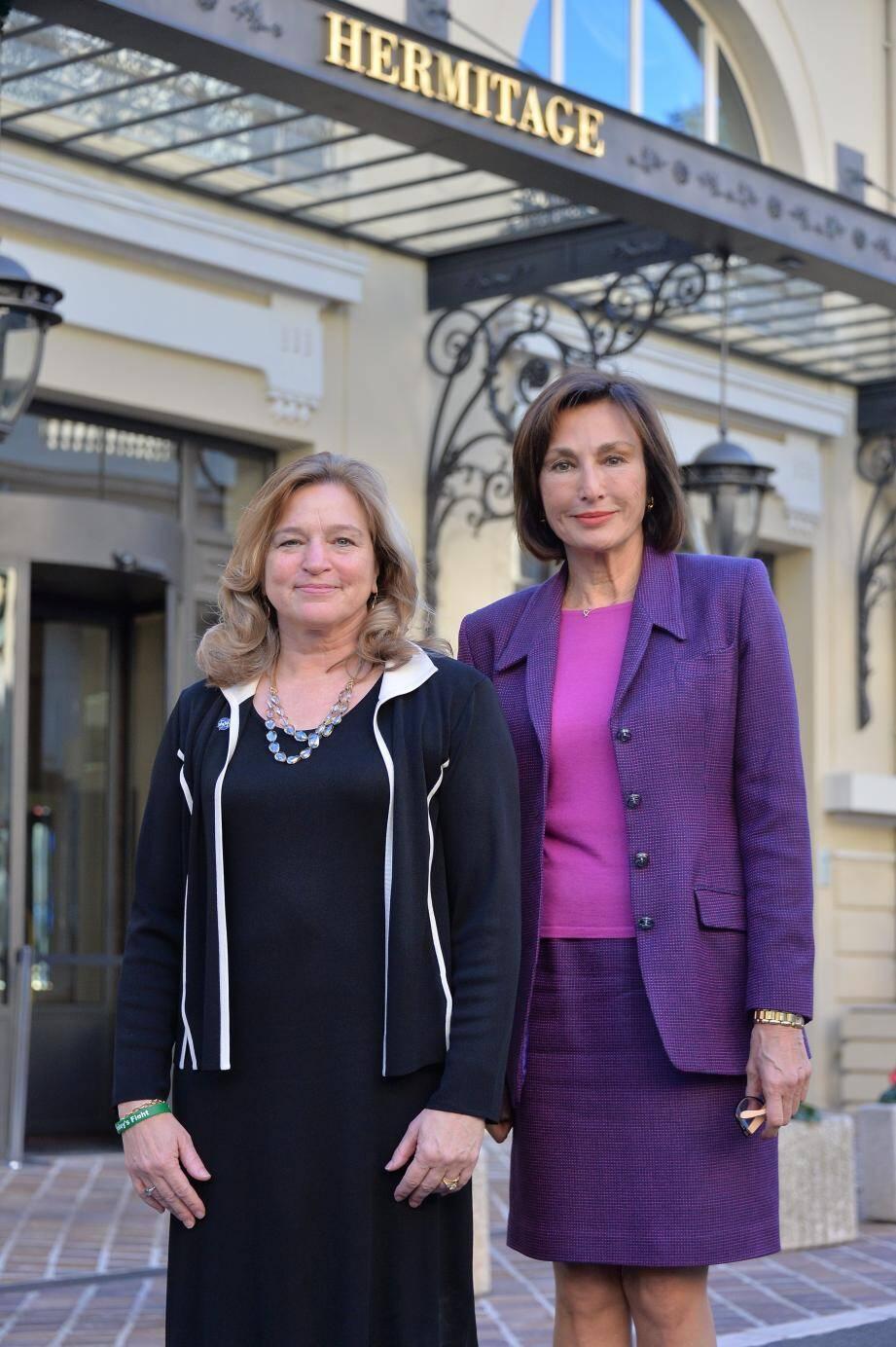 Ellen Stofan, responsable scientifique de la NASA (à gauche), et Maguy Maccario Doyle, l'ambassadeur de Monaco aux États-Unis et au Canada, qui a organisé la conférence.