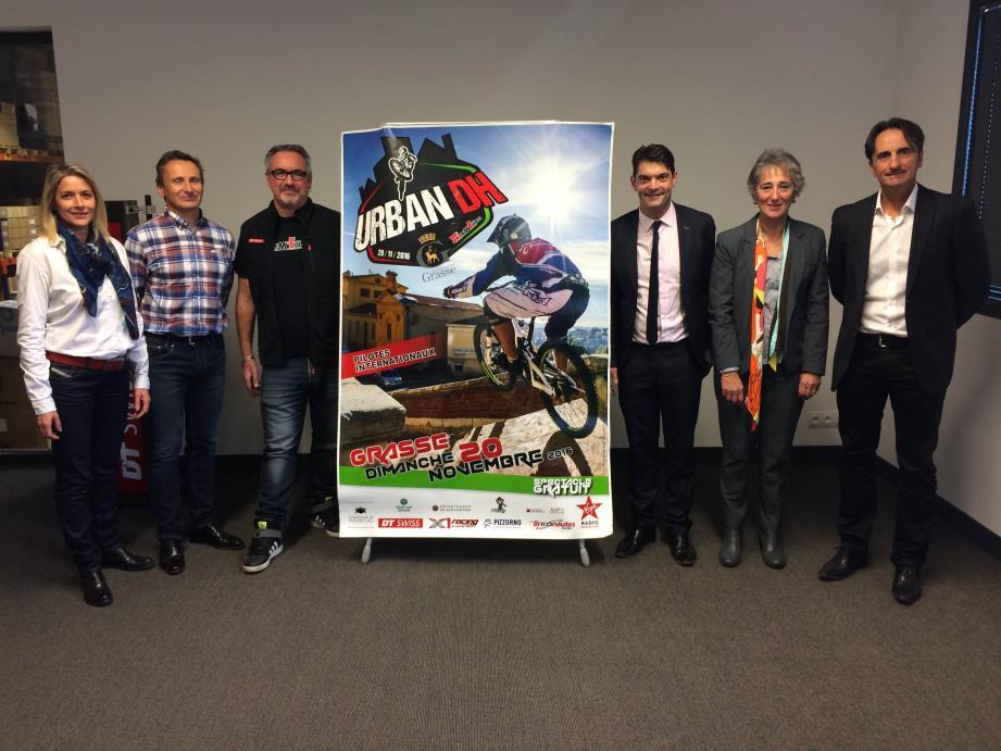 Patrick Boyer (à gauche de l'affiche), organisateur de l'épreuve a présenté l'édition 2016 de l'Urban DH de Grasse.
