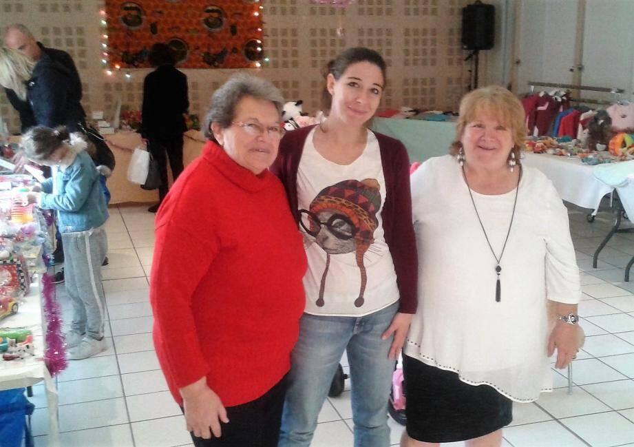 Monique Roland, la présidente, et Josette Girard tenaient une bourse aux jouets, samedi dernier, salle de l'Olivier.