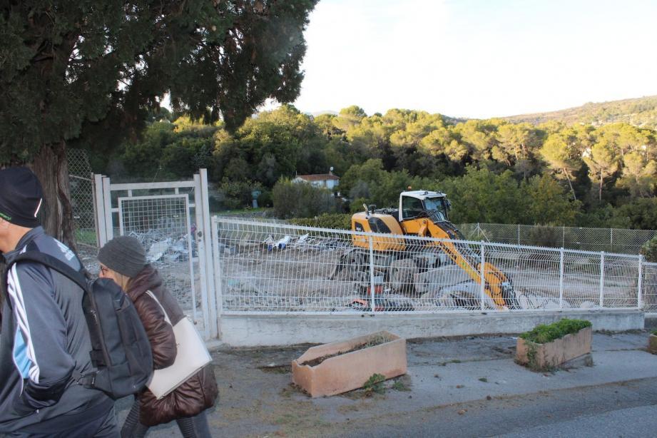 Les anciens locaux de la police municipale sont en phase de destruction.