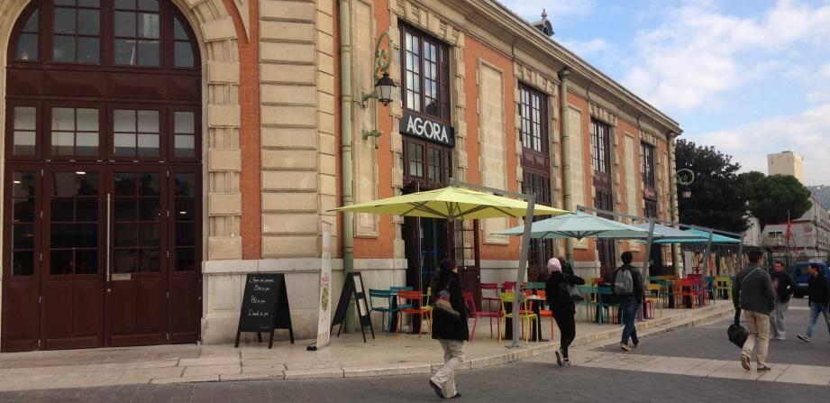 Une nouvelle terrasse sur le parvis de la gare SNCF.