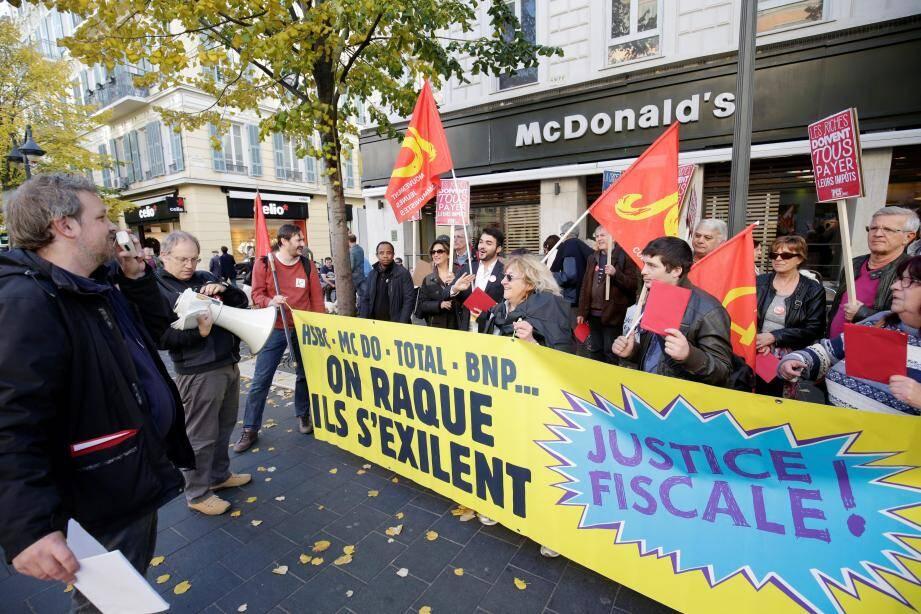 « Carton rouge à McDo » ont crié les manifestants.