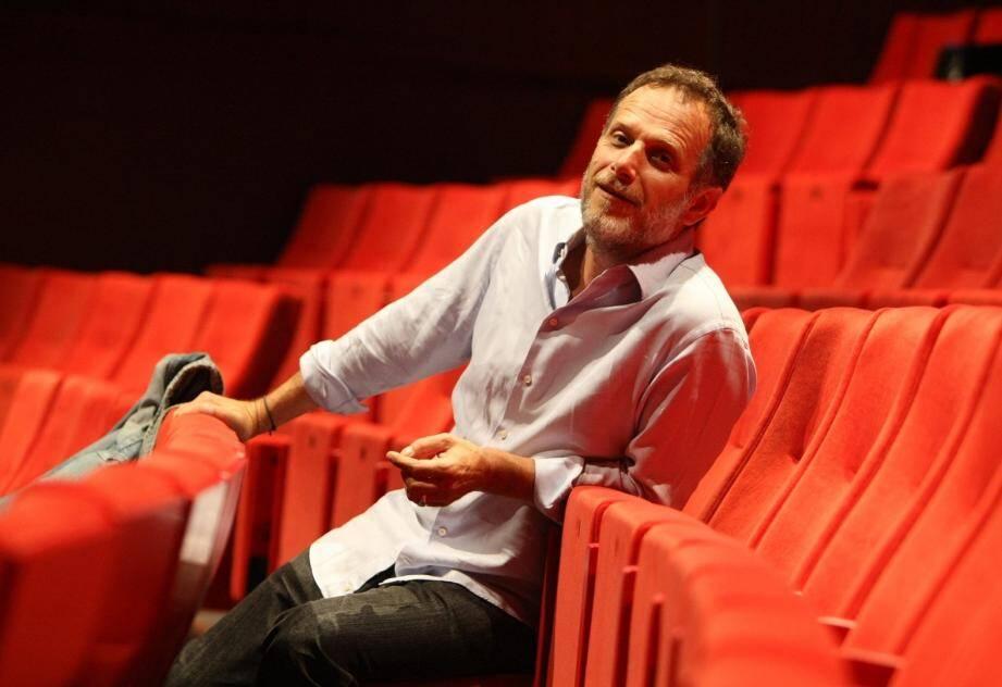 Charles Berling, également metteur en scène, joue le Client.