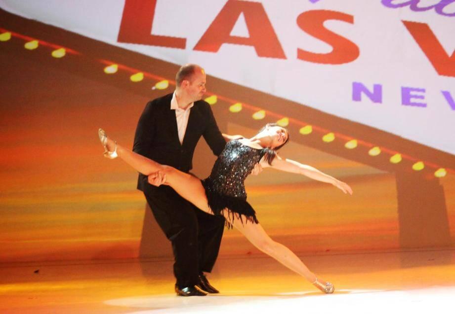 La victoire avec un grand V pour Thomas et Sophie, le couple coaché par Culture Danse. (DR)