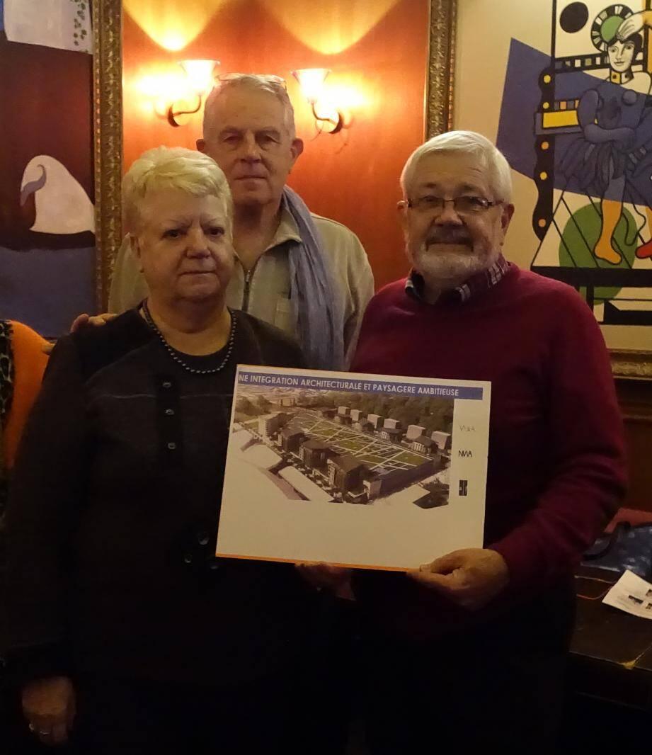 Le recours a été déposé par l'association En toute franchise, représentée par sa présidente, Martine Donnette et André Rebelli (au centre) pour la SCI Jar4.(D. R.)