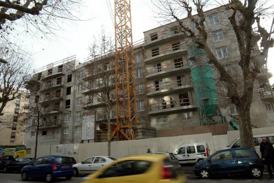 Pour le logement social, la maîtrise des coûts de construction continuera à être recherchée à travers une charte renouvelée et étendue.