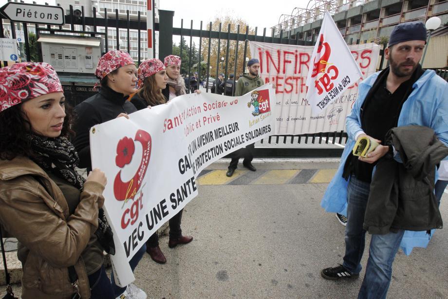 Les infirmiers-anesthésistes ont manifesté, hier matin, devant le Cadam à Nice, pour une revalorisation de leur salaire.