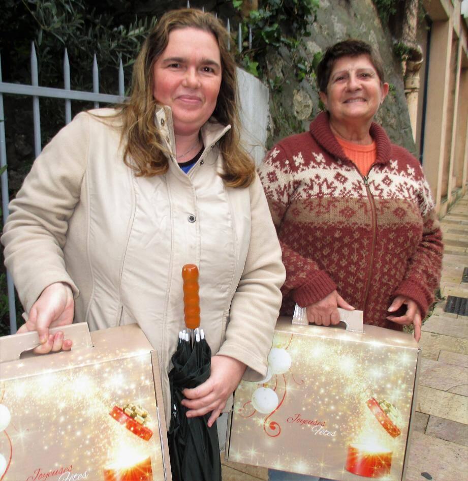 Nathalie et Annie sont allées chercher les paniers de Noël de leurs parents.