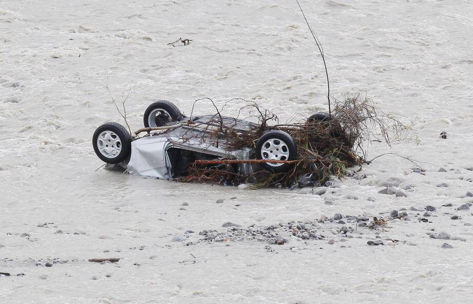 Des voitures ont été emportées par l'Estéron et un véhicule s'est retrouvé dans les flots du Var à Castagniers.