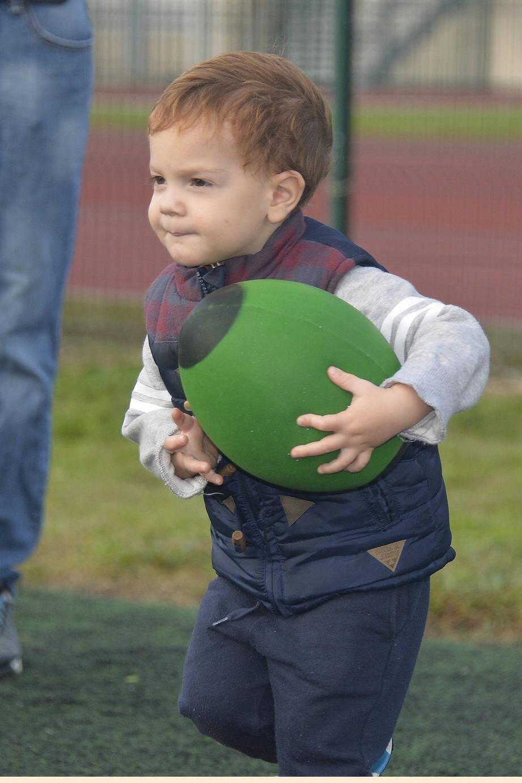 Les tout-petits se régalent depuis quelques temps lors des séances de rugbytots. Certains ne veulent pas quitter le terrain après le mini entraînement.