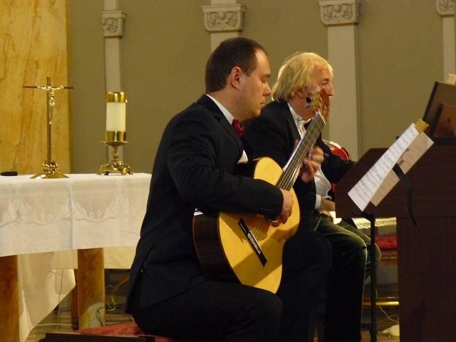 Le public présent dimanche dernier au Sacré-Cœur a eu le plaisir de découvrir la maestria du guitariste classique Evgeny Pushkarevich et de Dominique Baubet pour un concert original mêlant guitare classique et orgue.