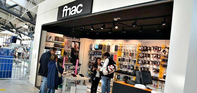 Au Terminal 1 de l'aéroport de Nice, un espace Fnac Travel a ouvert ses portes la semaine dernière à destination des voyageurs connectés.