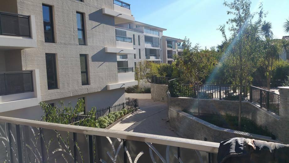 Depuis l'entrée par l'avenue Foch, les futurs logements sociaux donnent sur des espaces paysagers.