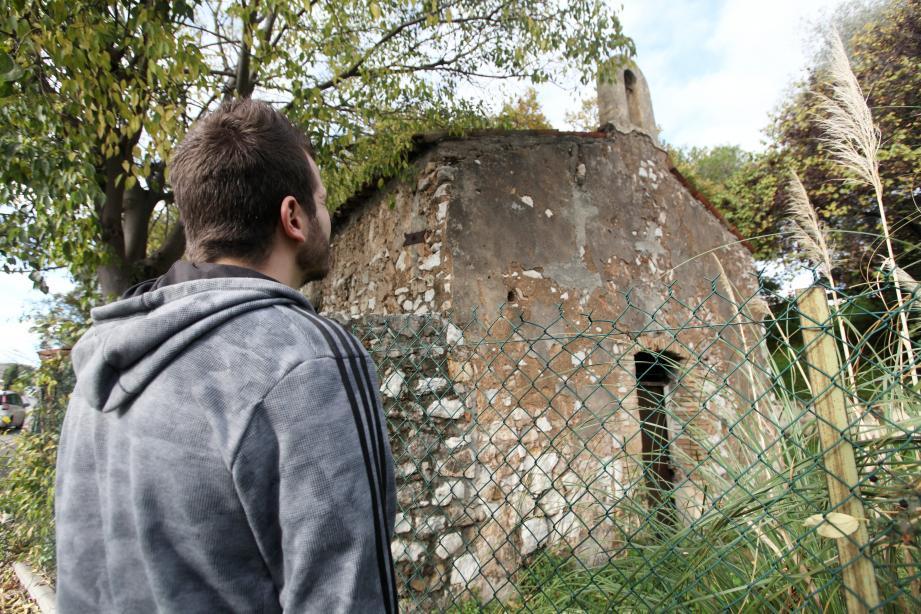 La chapelle rurale Saint-Claude toujours vent debout, malgré une urbanisation galopante.