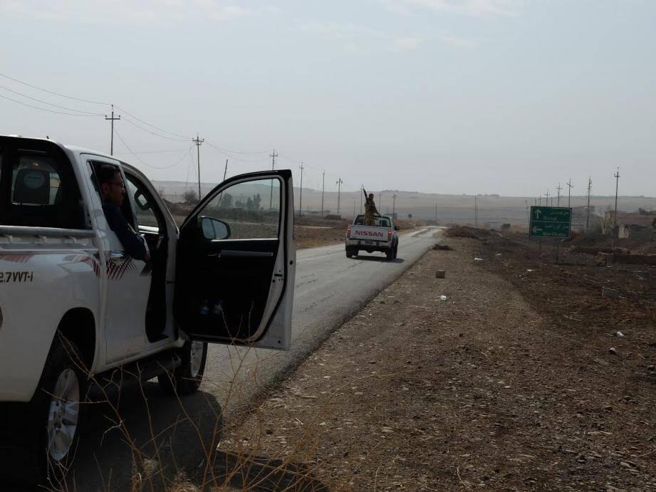 Sur la route qui mène de Erbil à Mossoul, les paysages dévastés succèdent aux villages ravagés, presque rayés de la carte.