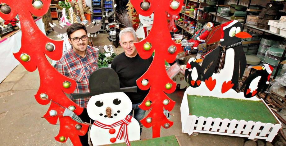 Alain et son fils Ludovic ont transformé leur hangar en atelier du père Noël. Pour confectionner avec du matériel de récup de joyeux décors.