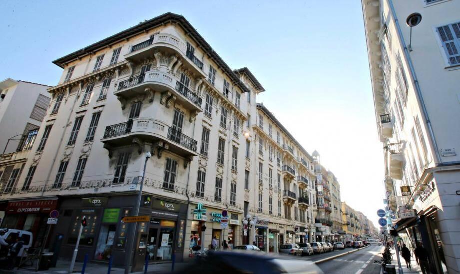 Au détour d'une rue, parfois, un immeuble vide. En plein centre-ville. Parfois depuis des décennies. Comme ici, rue Hôtel-des-Postes.
