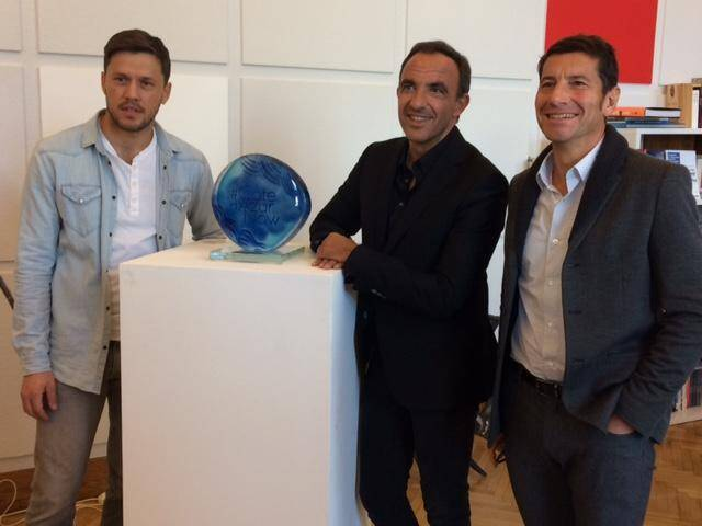 Avec David Linsard, Nikos Aliagas et l'artiste Antoine Pierini