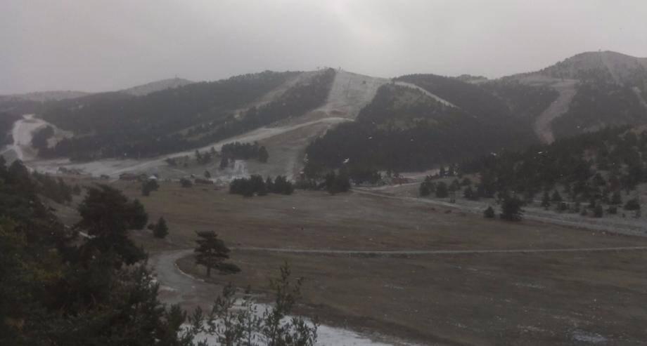 Le domaine skiable de Gréolières-les-Neiges ce mercredi matin à 11h45.