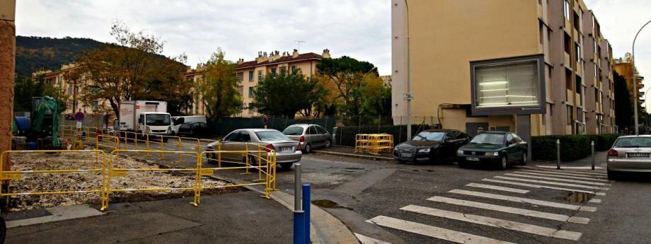 La petite rue Lucie-Larboullet va accueillir dans quelques jours 16 places de stationnement gratuites.