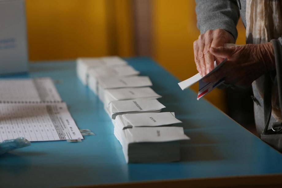 Un bureau de vote à la primaire de la droite et dur centre dans les Alpes-Maritimes.