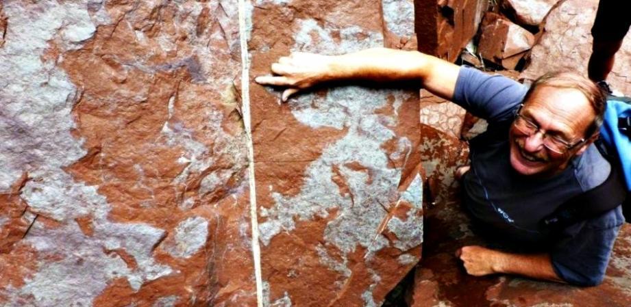 Gilbert Mari dans les gorges de Daluis, a trouvé le bon filon de cuivre.