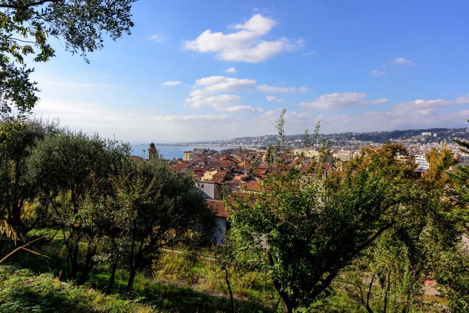 Vue sur Nice depuis les jardins du couvent de la Visitation dans le Vieux-Nice.