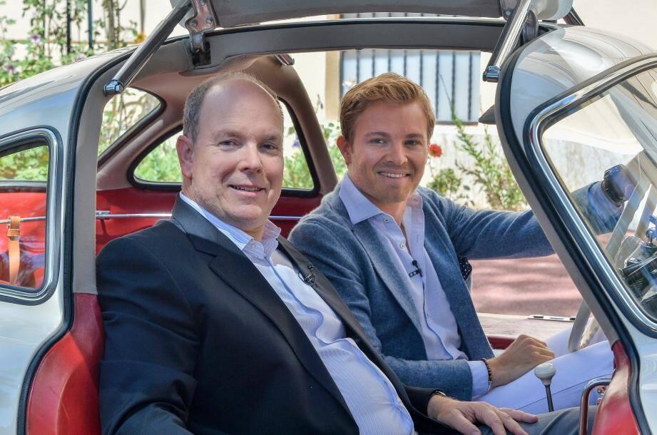En mai dernier, Nico Rosberg et le prince Albert II ont effectué, en toute complicité, deux tours du circuit de Monaco dans une Mercedes 300 SL Papillon.