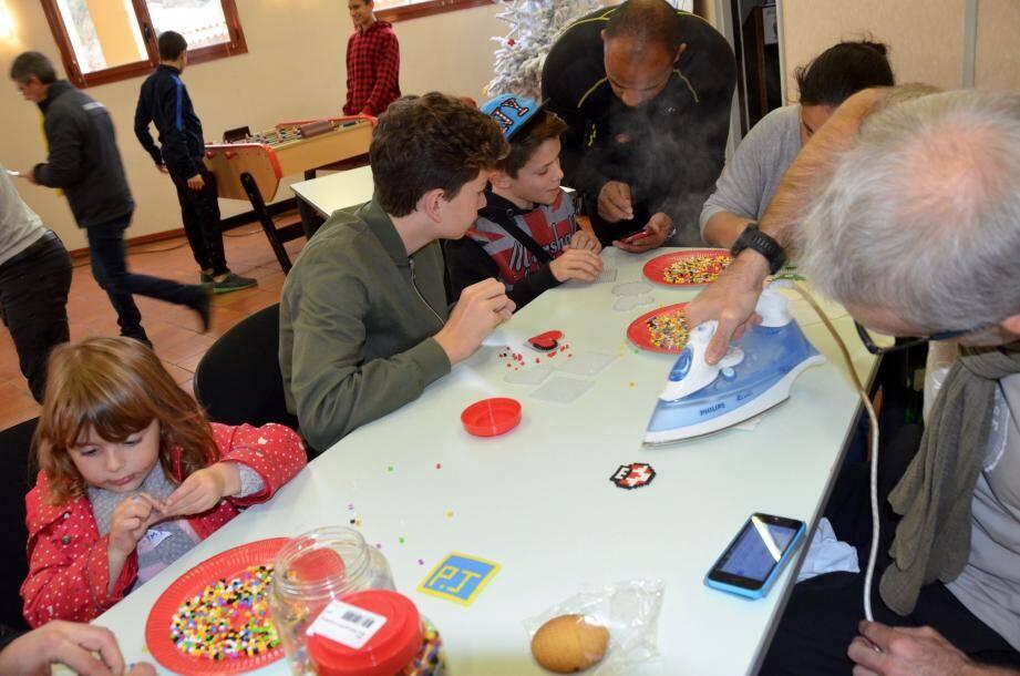 Activité « perles à repasser » avec les Point Jeunes d'Eze, La Turbie et Villefranche.