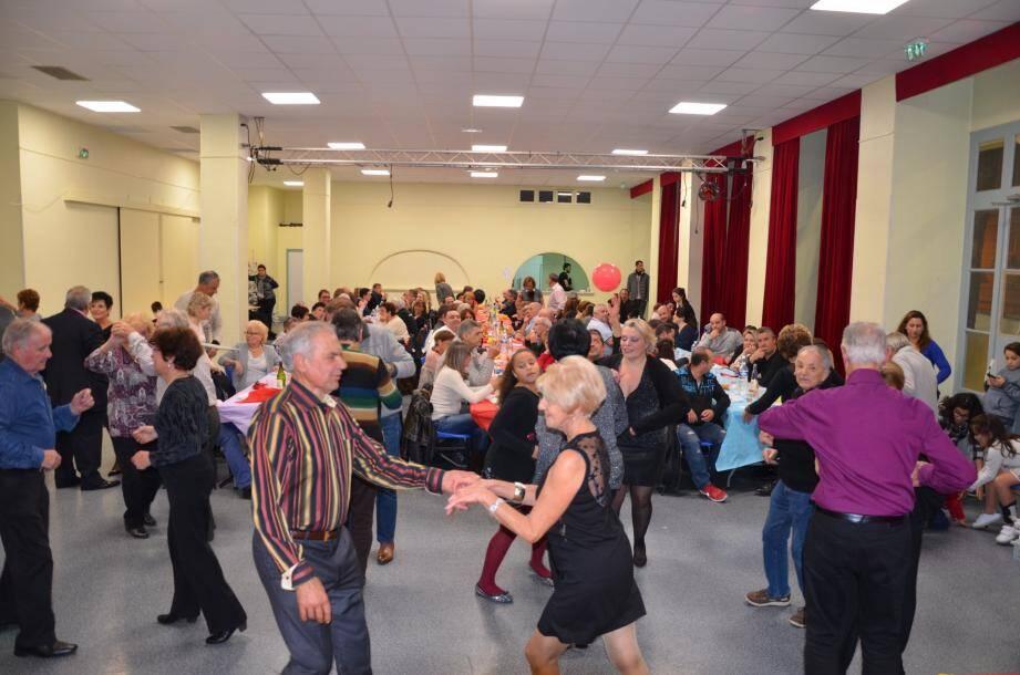 La soirée a fait salle pleine, la piste de danse était bien remplie également.