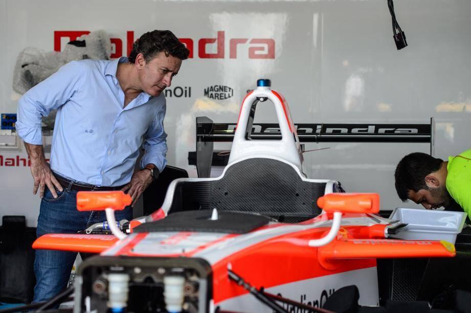 « Des courses automobiles 100 % électriques : voilà le principe de la Formula E. C'est un moyen, aussi, d'amener les fans à s'intéresser à l'environnement », dit Alejandro Agag, le patron du circuit.