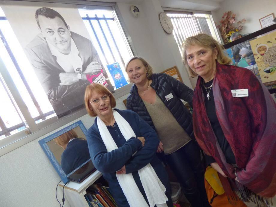Françoise, Olivia et Ghislaine mardi à l'antenne vençoise. Ce jour-là, 56 familles étaient déjà inscrites.