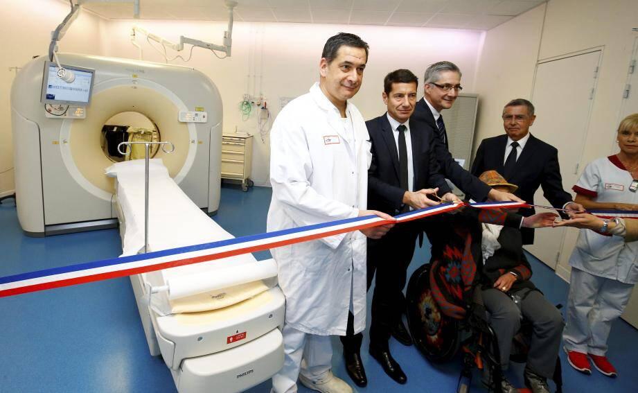 Inauguration officielle avec Frank Chikli, directeur du service, David Lisnard, maire de Cannes et Yves Servant, directeur de l'hôpital.